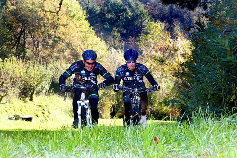 Ciclisti_mountain_bike