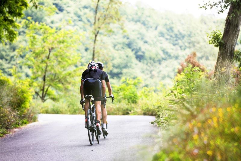 Ciclisti_su_strada