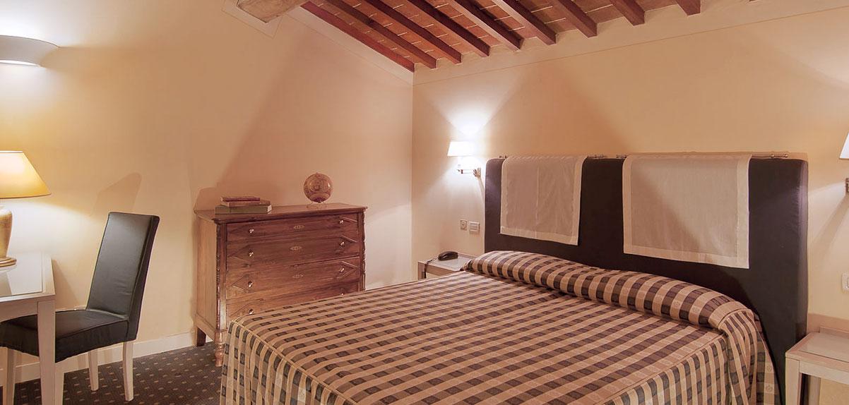 camera-economy-hotel-arnolfo-intro